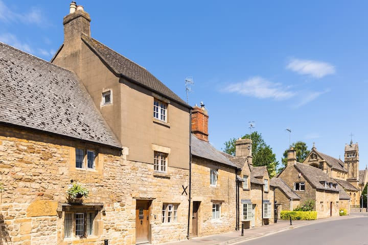 Luxury 3 double bedroom cottage in Chipping Camden