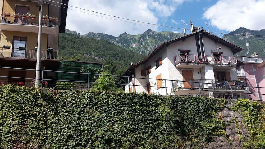 ACCOGLIENTE A DUE PASSI DALLE TERME - Angolo Terme, Lombardia, IT - Apartament