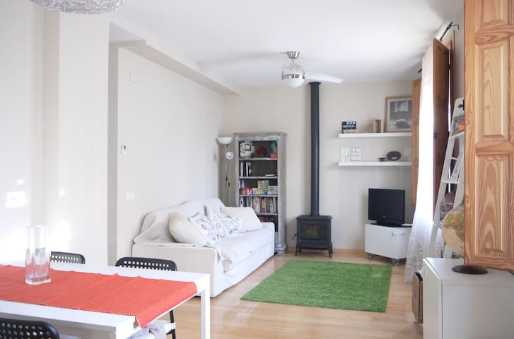Bright and cozy apartment for 4. wifi. - València - Appartement