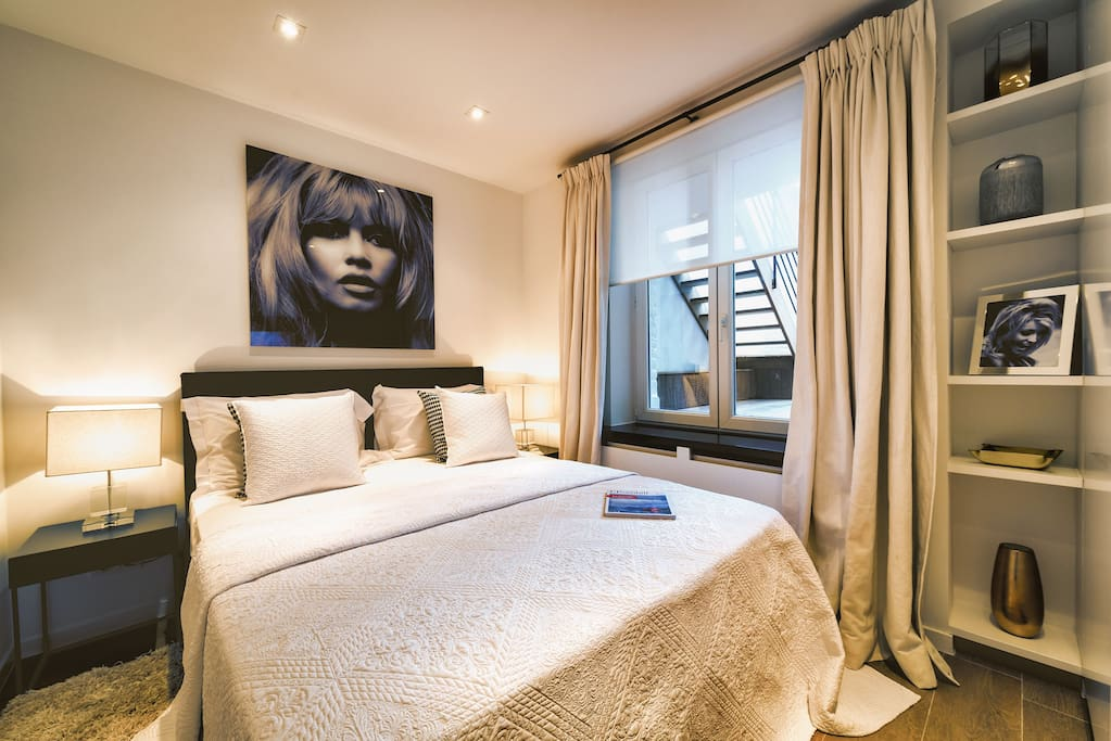 Bedroom 1 with Queen Sized Bed / Smart TV