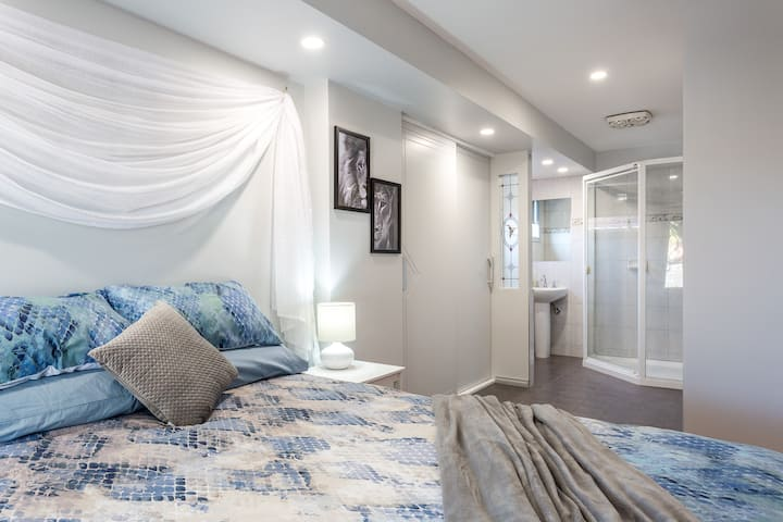 Peaceful location with plenty of space. Sleeps 10
