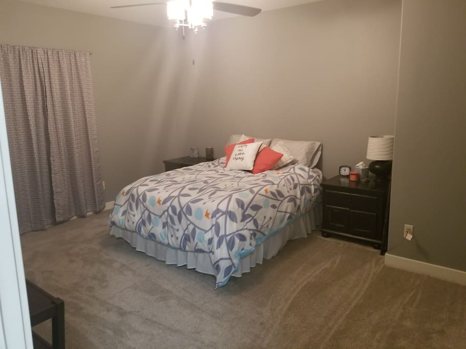 Room 1 Queen size bed.   Room 2 Queen size bed. Private bathroom with shower!!