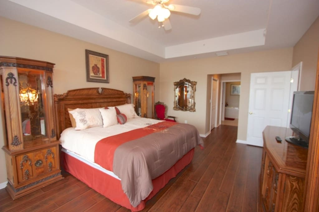 Master Suite with King Bed/Cable TV/Private Master Bathroom/Access to Private Patio with Amazing Water Views