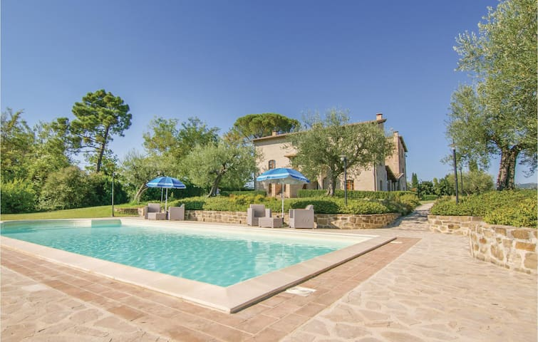 Holiday cottage with 9 bedrooms on 500 m² in Perugia -PG-