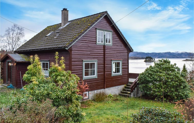 Holiday cottage with 4 bedrooms on 120m² in Hjelmås
