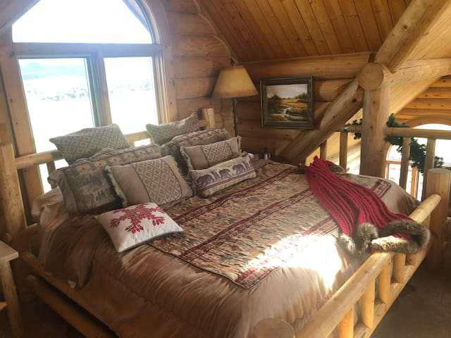 Upstairs King bed in Loft