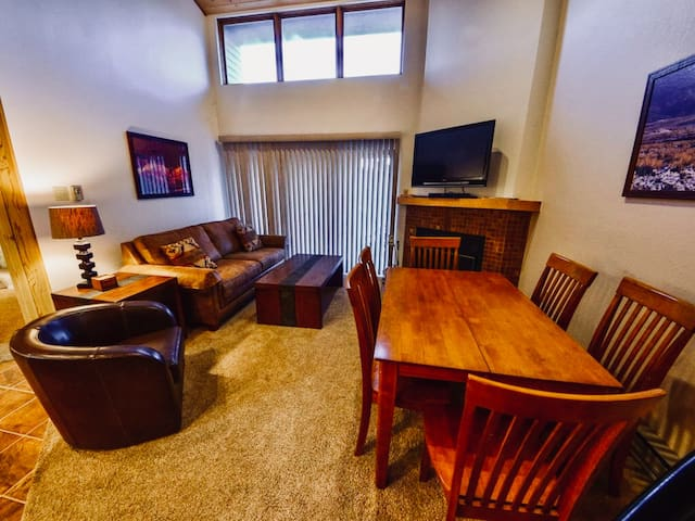 Angel Fire Ski Resort Mt Spirit Condo + Fast WiFi