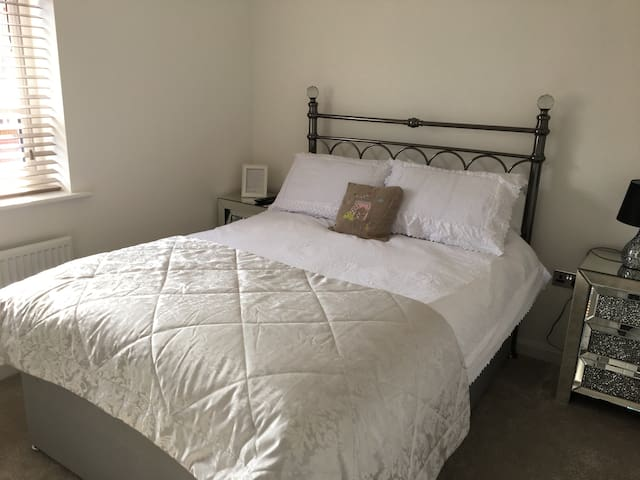 Double bedroom and private bathroom Gtr Manchester