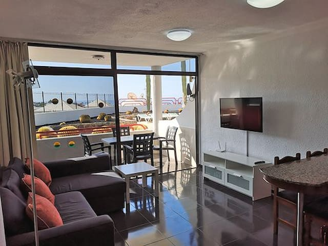 Newly refurbished apartment with sea views
