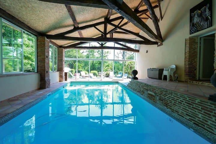 Wunderschöne Villa in Marquefave mit privatem Whirlpool