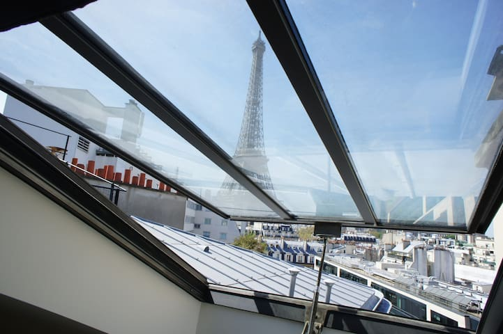 Quiet and independent studio, Eiffel Tower's view