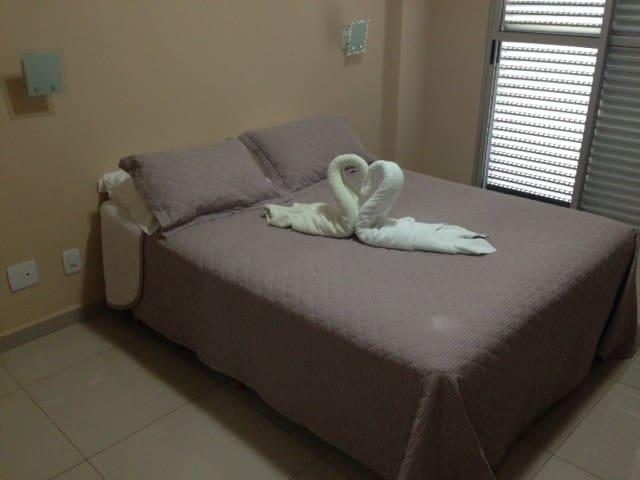 Quarto muito confortável e bem localizado. - Cuiabá - Apartment
