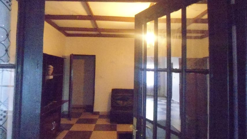 FULLY FURNISHED ROOMS AT CORNER HOUSE/KANOMBE