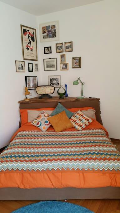 Your vintage bedroom dressed orange