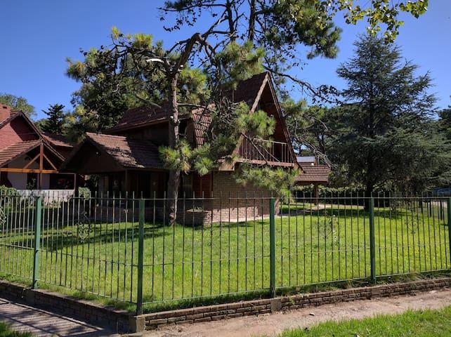 Chalet con parque para 5/7 personas, zona sur - Villa Gesell - House