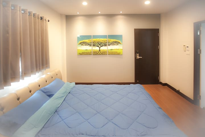 Book 2 Double Rm FREE 1 Single Rm / BTS / WiFi