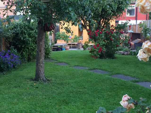 Beautiful garden+freerange chickens - Liverpool - Rumah
