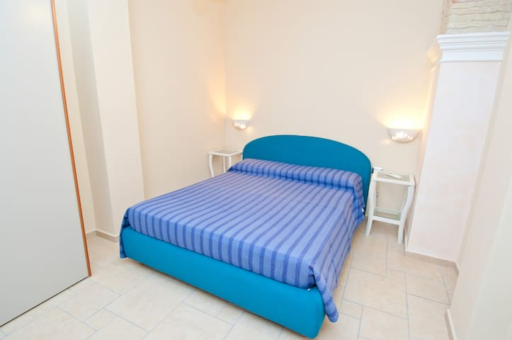 Large Bedroom in a Charming Flat - Monserrato - Appartement