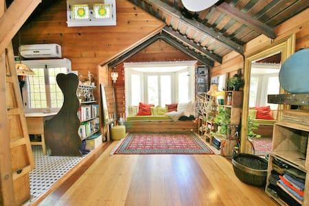 Chaplin Historic Loft Cottage Cabin - Los Ángeles