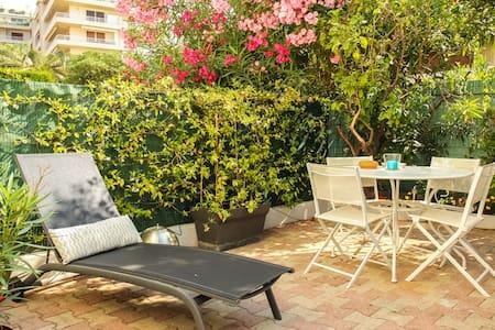 Cannes Croisette - Palm Beach - คานส์