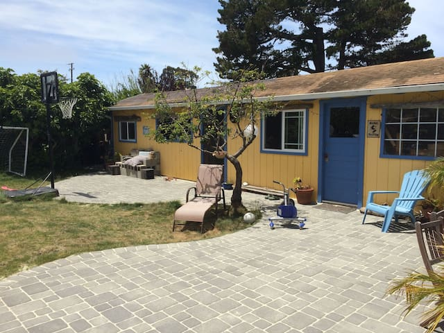 Coastal Family Playhouse - Half Moon Bay - House