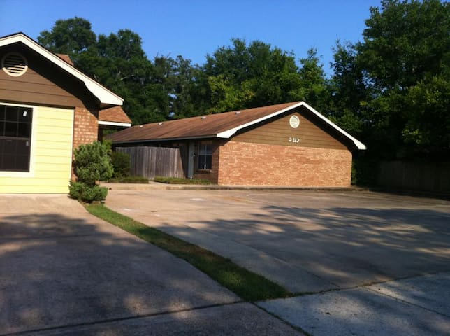 Full Board Property Rentals. Large Home Available - Gulfport - Hus