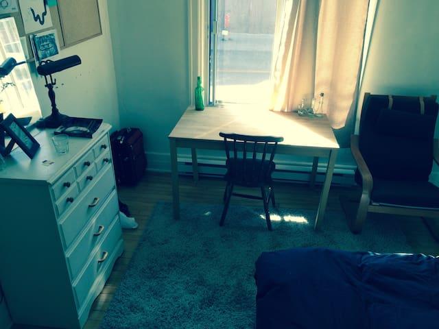 Spatious room in Villeray - Montréal - Apartment