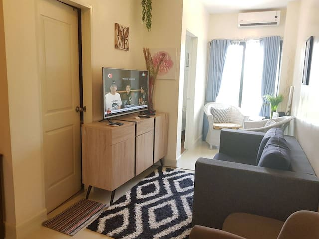 A8 - 1 Bedroom Comfy Suite at Grand Residences
