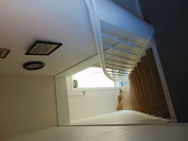 1. sals lejlighed med egen indgang. - Frederikshavn - Apartament