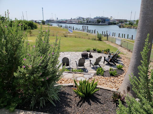 Get set, ready, RELAX!  Settle down by the fire pit to watch the world, and boats, go by.  The Kemah Boardwalk is across the water.