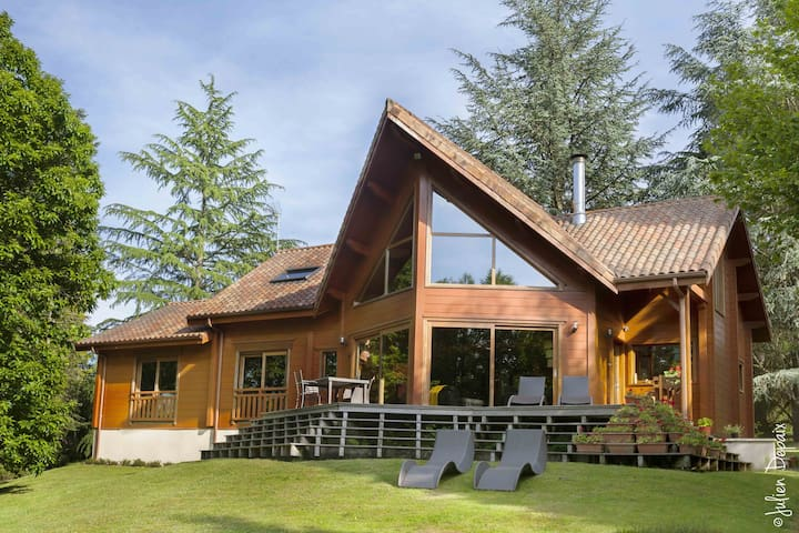 Superb chalet in parkland (B)