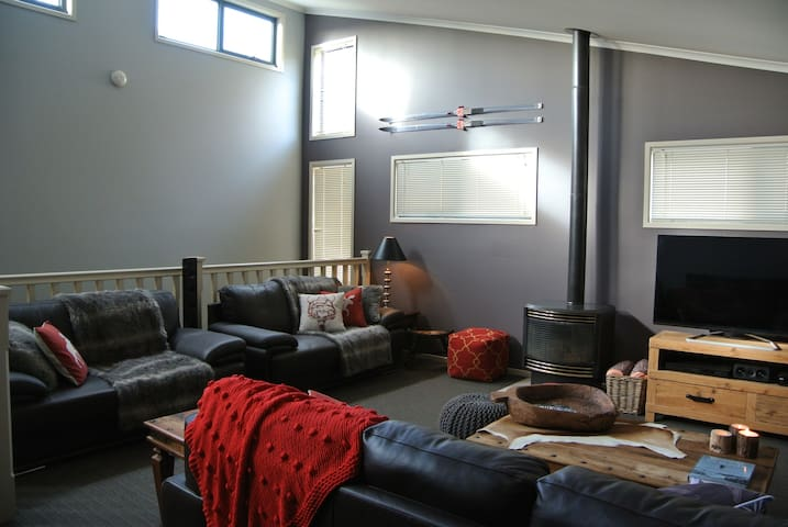 Acacia2 Modern 3 Bedroom Ski House - Jindabyne - Ev