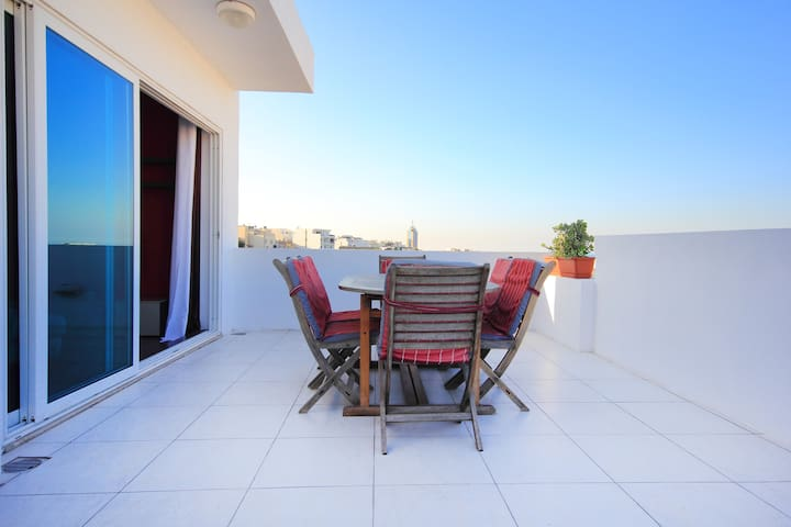 2 Bedroom Penthouse In St Julians with open views. - Saint Julian's - Departamento