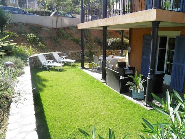 Appartement rez de jardin standing