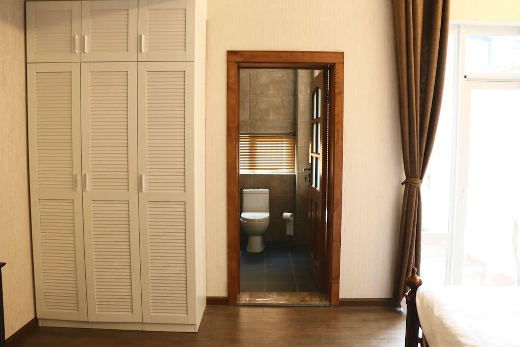 房间内有干湿分离私人浴室