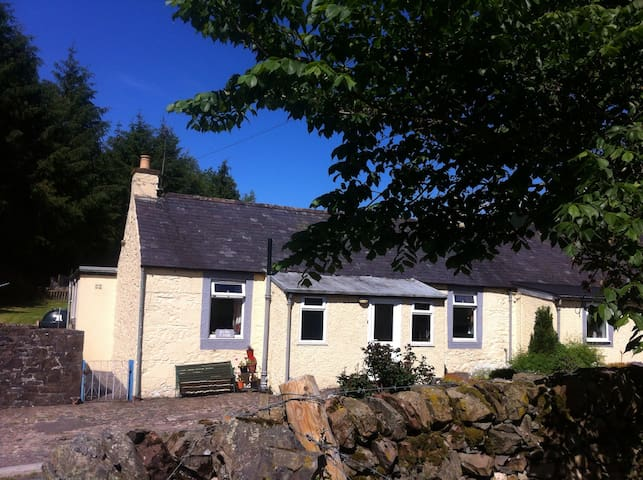 Smithy Cottage - rural tranquility, sleeps 4 to 6 - Dumfries - Casa