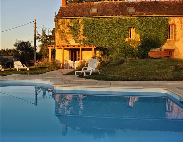 Charming Stone Farmhouse  with Pool - Najac - Ev