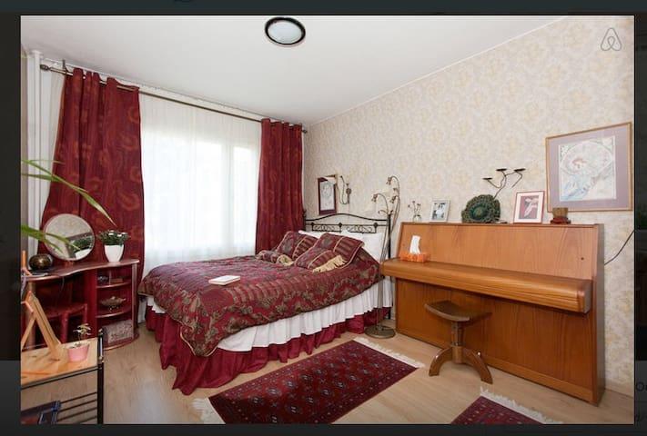 Private Room. King bed. Metro. Helsinki/Vantaa