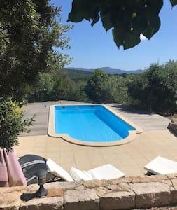 Bonita casa con piscina compartida
