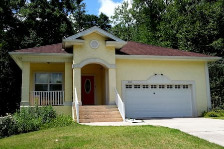 Immaculate urbane solid built home. - Tallahassee