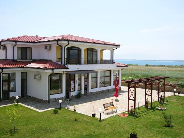 Apartments Near The Sea (Bulgaria) - Ravda - 飯店式公寓