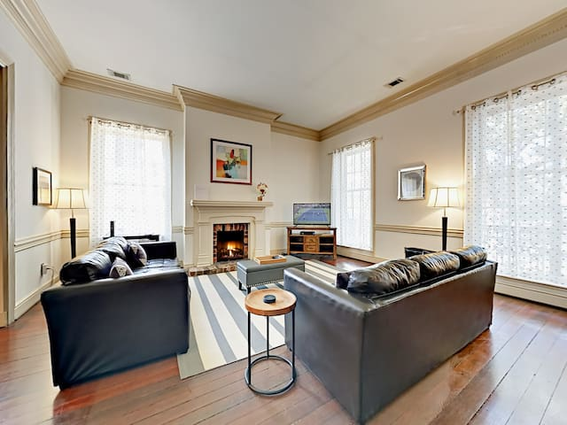 5BR Townhouse in Historic District