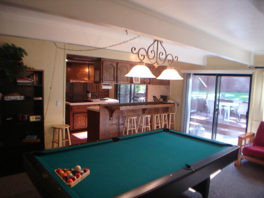 Game Room w Pool, Ping Pong, Sound System, Wi Fi Internet, and 32in TV