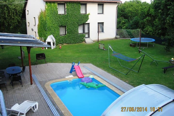 Family-friendly holiday home with private pool within driving distance of Prague (50 km)
