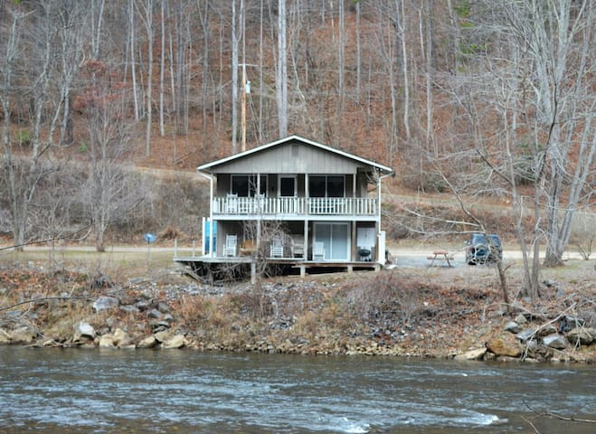 River Front Cabin in the Smokies - Whittier, North Carolina, US