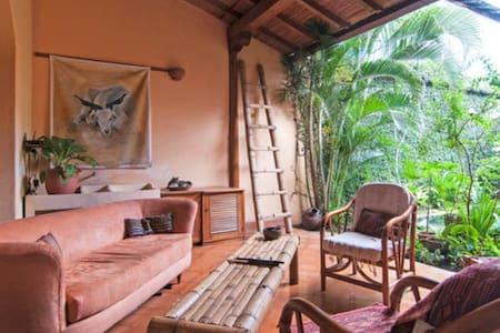 Charming Colonial Home - 格拉纳达 - 独立屋