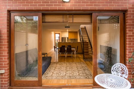 Modern townhouse in great location! - 北阿得莱德(North Adelaide) - 独立屋