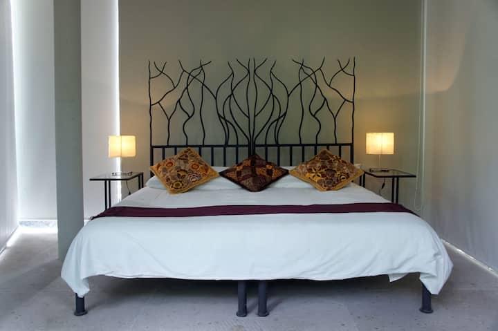 Casa Tepoztlan: King bed, breakfast included