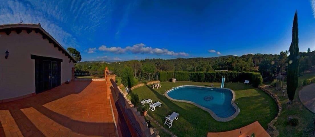 villa rural paraíso con lago  - Lloret de Mar