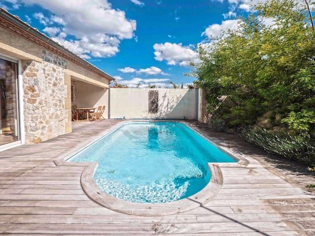 Belle villa moderne,  jardins terrasses et piscine